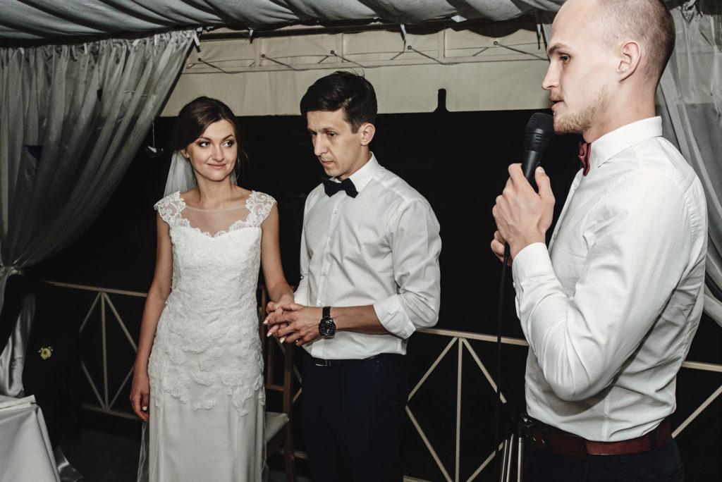 DJ speaking to bridge and groom at wedding