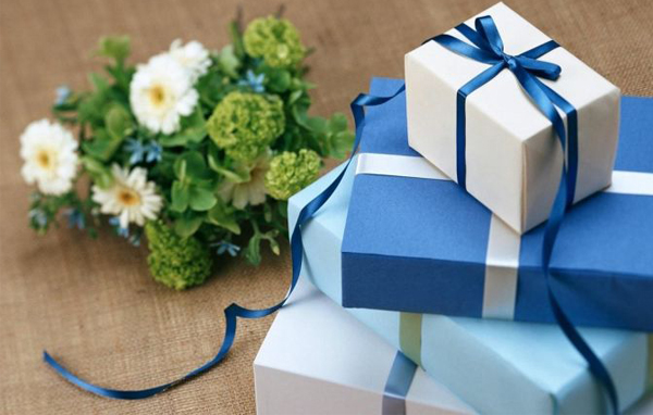 Wedding Gift Etiquette - Blue Toned Gift Boxes