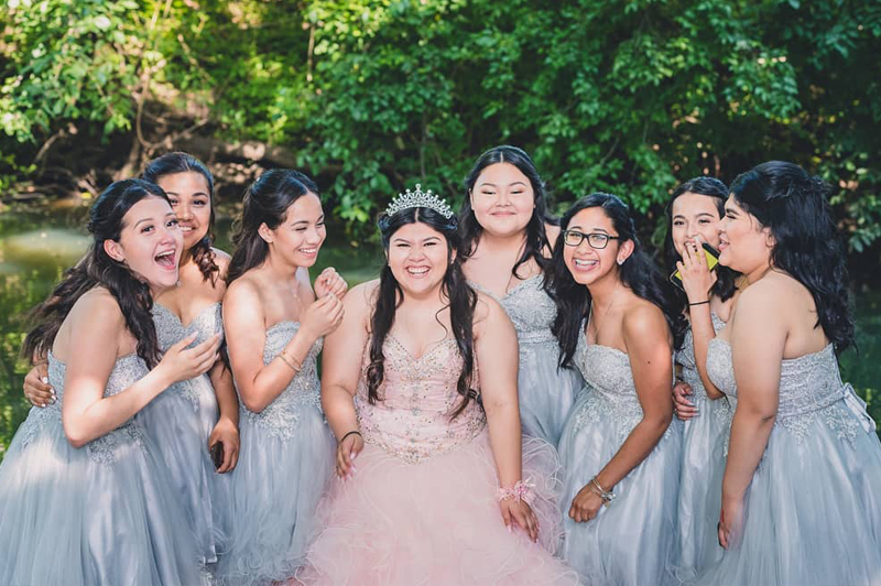 Damas On The Quince Court Of Honor